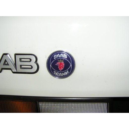 1994-1998 Saab 900 with Reflector 3/5 Door Trunk Emblem (Rear)